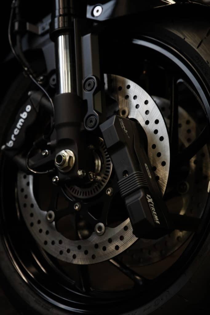 Diebstahlsicherung für Motorrad mit einem Abus Motorradschloss